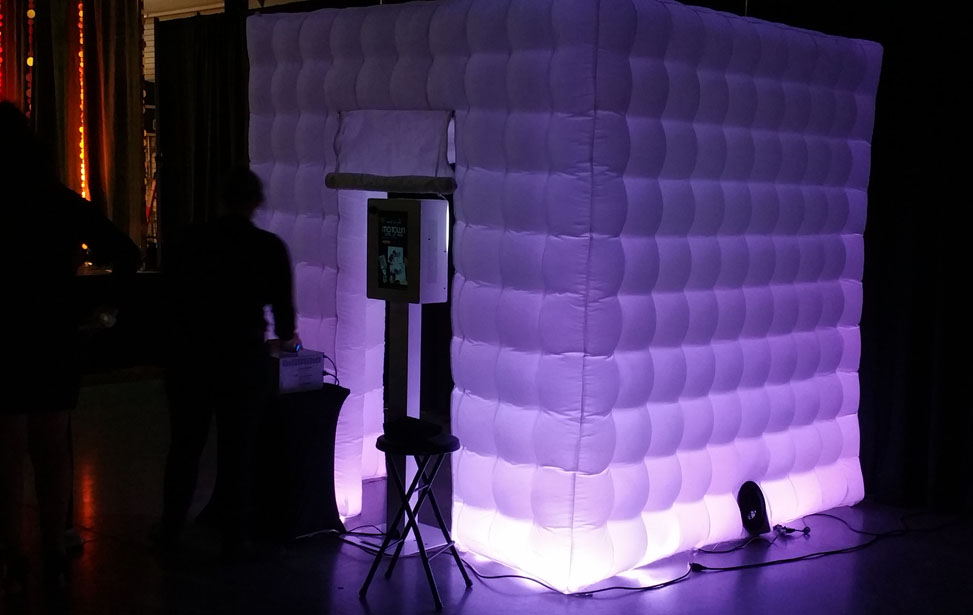 Music Mania Entertainment  (661) 618-6455 � Antelope Valley Photo Booth Rental - Photo Booth Rentals Antelope Valley