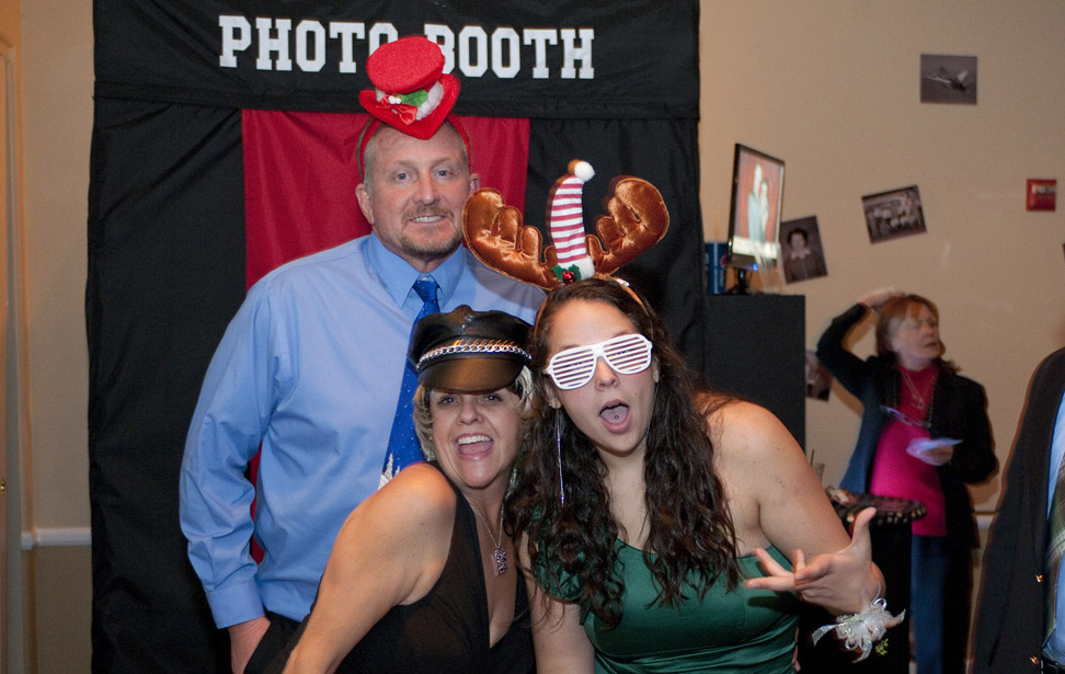 Music Mania Entertainment  (661) 618-6455 � Valencia Photo Booth Rental - Photo Booth Rentals Valencia